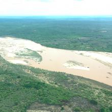 La fleuve Manambolo, adjacente au site Ambondrobe