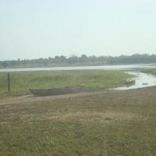 Vue panoramique de l'étendue du lac