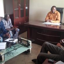 Séance d'entretien avec le Maire de la commune rurale de Zamo riveraine au site Ramsar sur le processus de caractérisation du site. Cette séance d'entretien avec les élus locaux témoigne de l'approche participative adoptée pour la conduite du processus