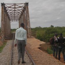 Photo 8: Passage du chemin de fer sur le principal cours d'eau dans le site Ramsar