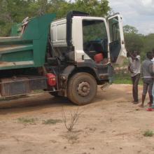 Photo 9: Transport d'agrégats (le sable) prélevés dans les limites du site Ramsar