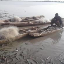 matériel de pêche et de transport sur le lac Higa