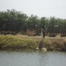 Photo 8 : Pêcheur solitaire sur  la rive droite de la vallée du Sourou