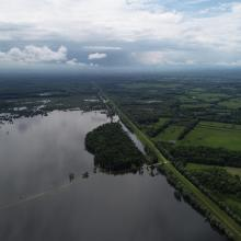 Flood in retention zone and flood defense system