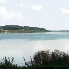 A view of the north-eastern bank of the reservoir (in the background – country cottages, a forest, and Kasova Mountain (Halytskyi NNP).